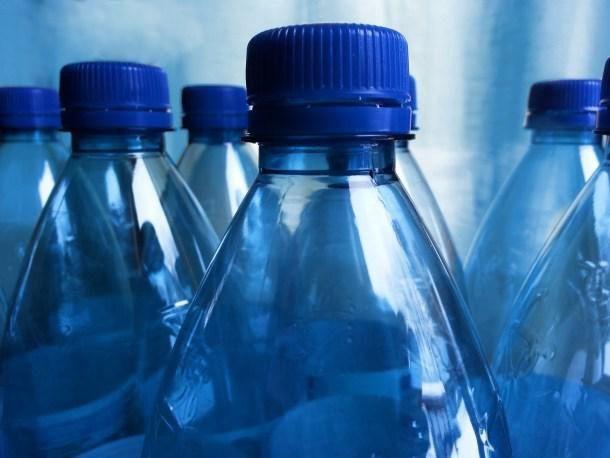 5 timos para venderte agua 'a precio de oro'