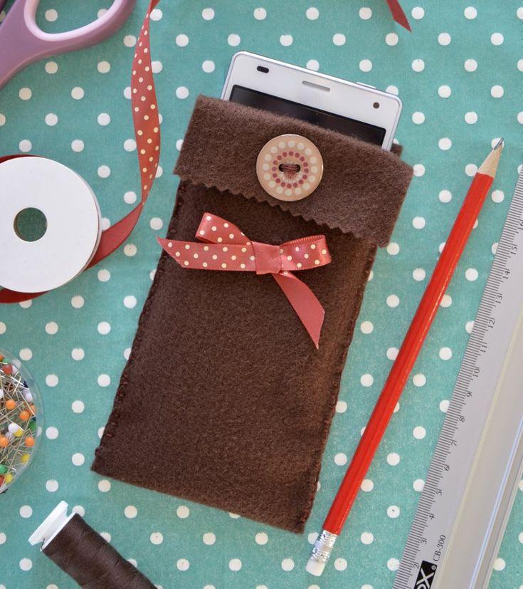 Etui na telefon z filcu http://dailytips.pl/filcowe-etui-na-telefon/
