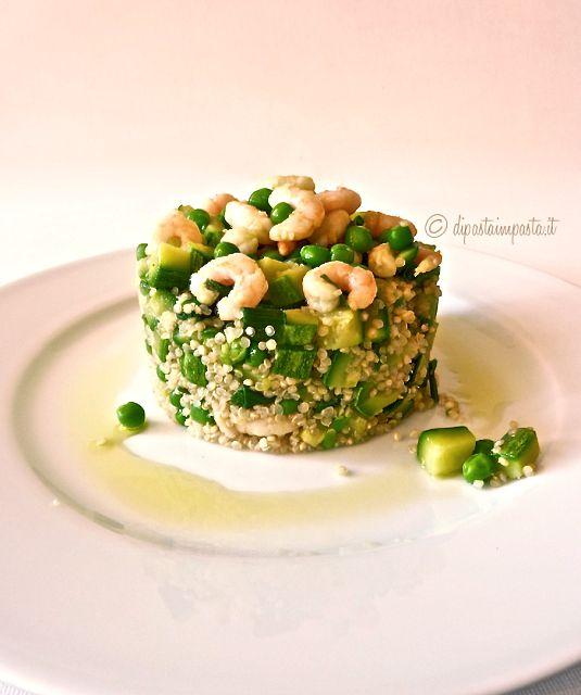 Quinoa, piatto unico, con zucchine, piselli, gamberi e zenzero. Ricetta facile e leggera