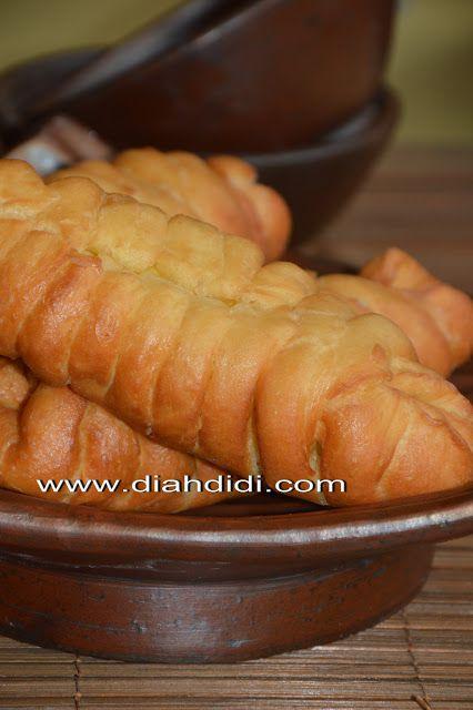 Diah Didi's Kitchen: Roti Kepang Goreng Isi Pisang...Yummy dan Lembut Tekturenya..^^