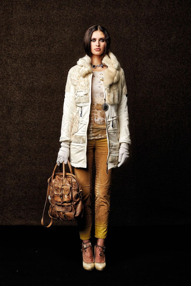 #danieladallavalle #collection #elisacavaletti #fw15 #white #fur #jacket #sand #trousers #leather #bag
