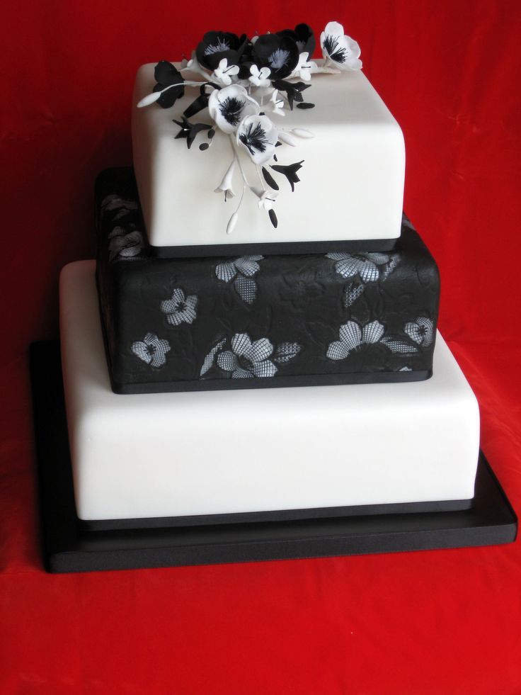 .: White Cake, Black Wedding, Baking Ideas, Black White, 3 Tiered Cake, Parties Ideas, Wedding Cake, Elegant Cake, Cake Black And White