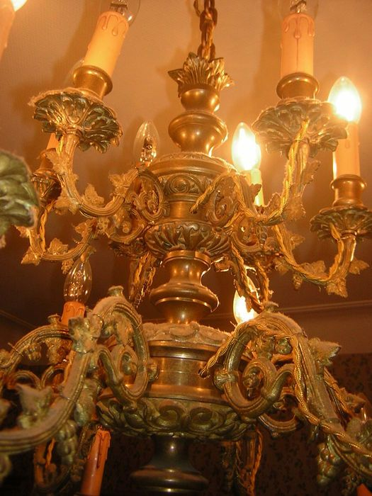 Online veilinghuis Catawiki: Een zware 18 lichts bronzen kroonluchter - Frankrijk - ca. 1880 en later