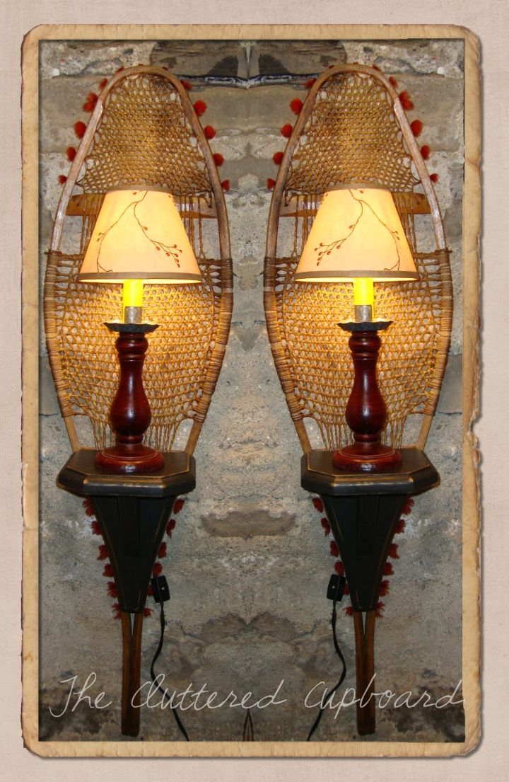 Check out these repurposed vintage snowshoes they 39 ve for Ski decorations for home