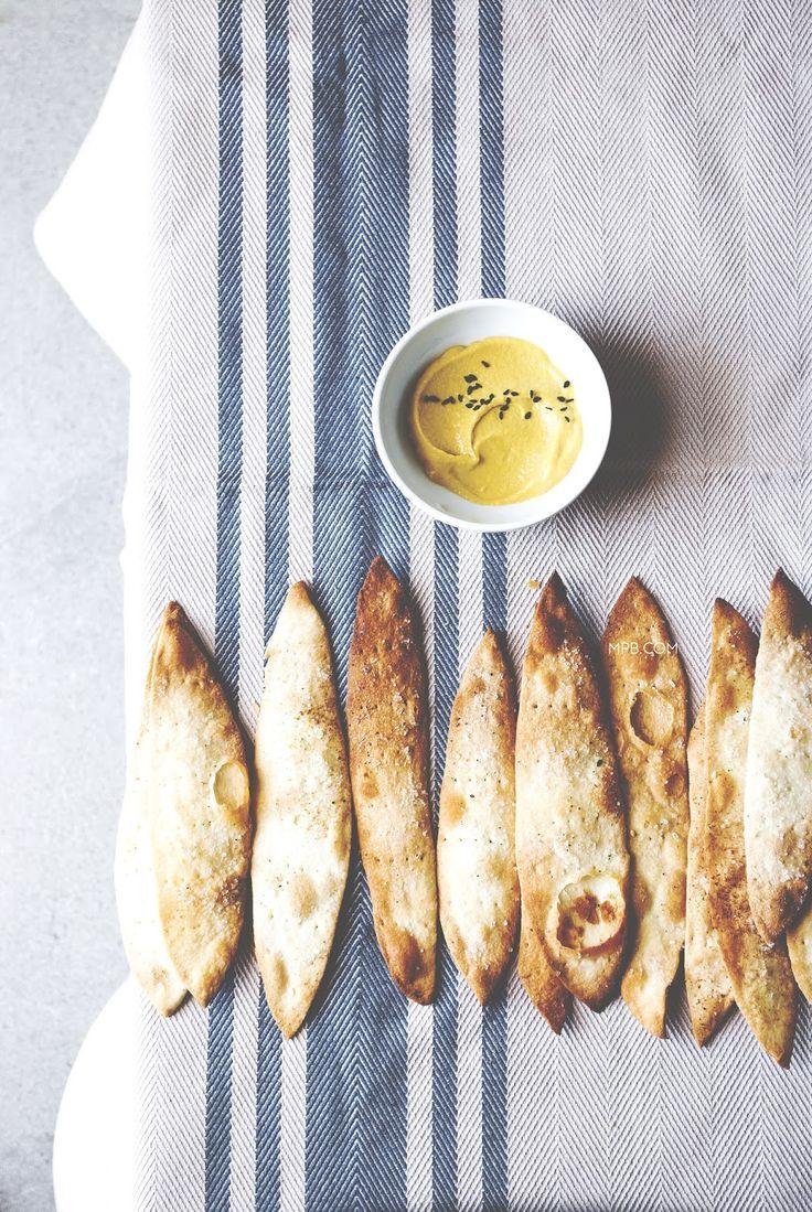 crackers di semola con olio al tartufo.