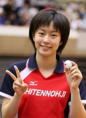 卓球日本代表、石川佳純選手。大きく成長した彼女には個人でのメダル獲得が期待されています。リオデジャネイロオリンピック・リオ五輪2016