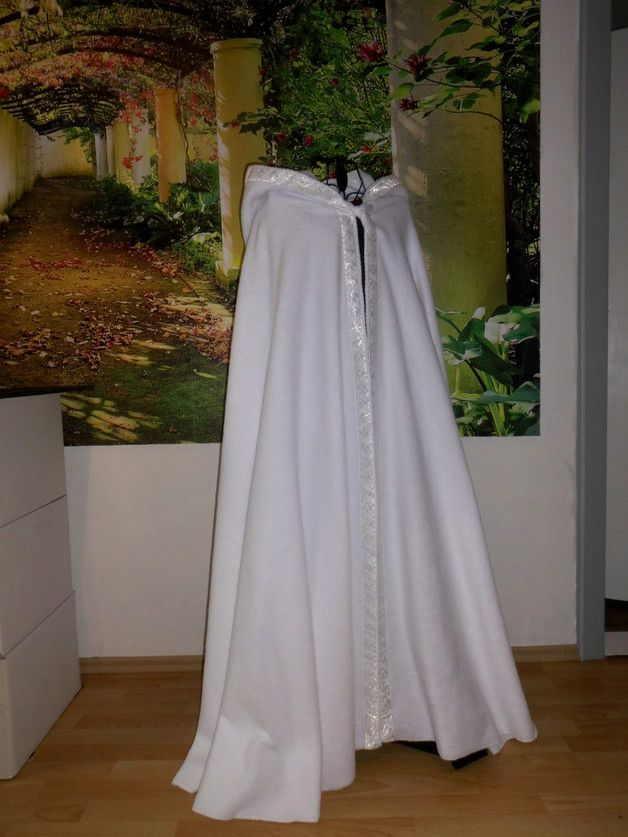 Warmer Umhang Mit Borte Brautumhang Braut Hochzeit Etsy Braut Kap Braut Umhang