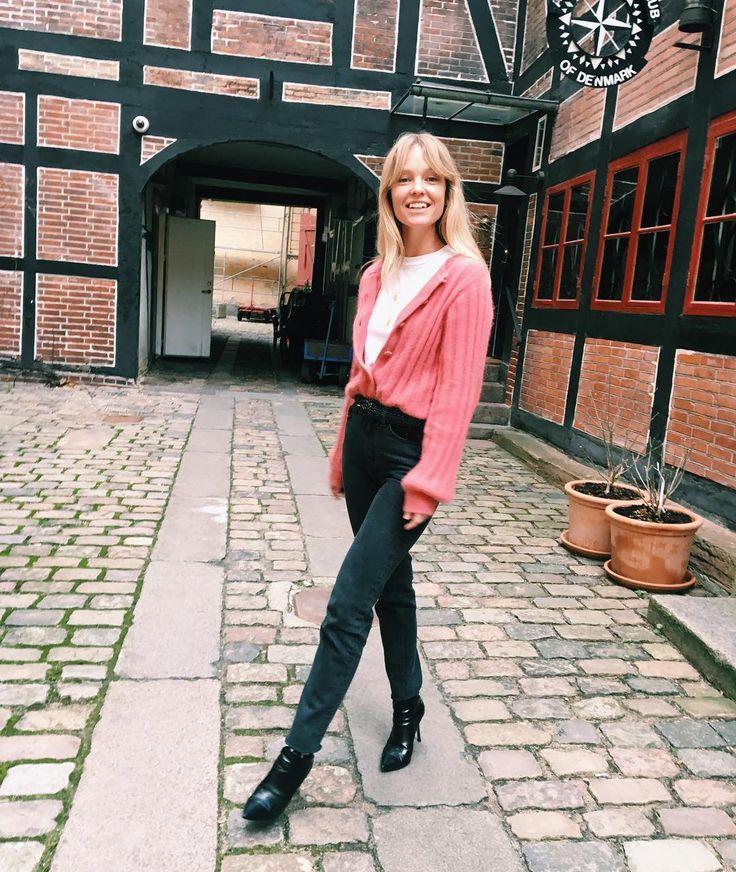 1,271 отметок «Нравится», 17 комментариев — Jeanette Friis Madsen (@_jeanettemadsen_) в Instagram: «London vibes Thank you for the snap Sandra @sandrasemburg for @vogueparis»