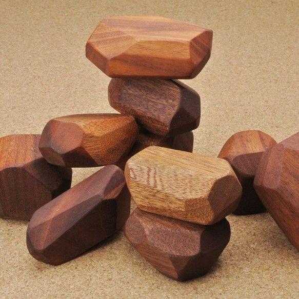 形がバラバラの 積み木