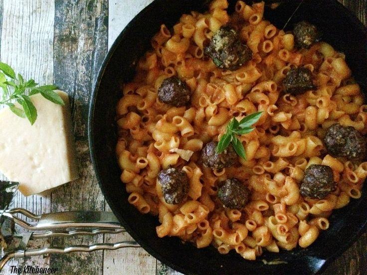 Cheesy Marinara Skillet Pasta with Mini Meatballs   http://www.thekitcheneer.com/2014/09/03/cheesy-marinara-skillet-pasta-mini-meatballs/