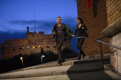 Still of Hayden Christensen and Rachel Bilson in Jumper (2008) http://www.movpins.com/dHQwNDg5MDk5/jumper-(2008)/still-2945620224