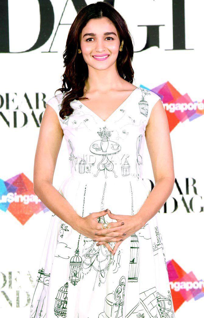 Alia Bhatt promoting 'Dear Zindagi'.