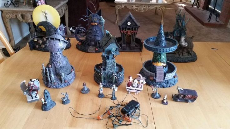 Hawthorne House Nightmare Before Christmas Village Large Lot 7 Pieces w/Figures