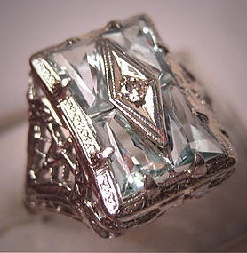 A Superb Antique Aquamarine Diamond Ring, Vintage Art Deco, circa 1920-30 Era, in 14K White Gold Filigree Setting.