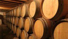 Κρασοβάρελα διαφόρων διαστάσεων για την αποθήκευση του κρασιού.