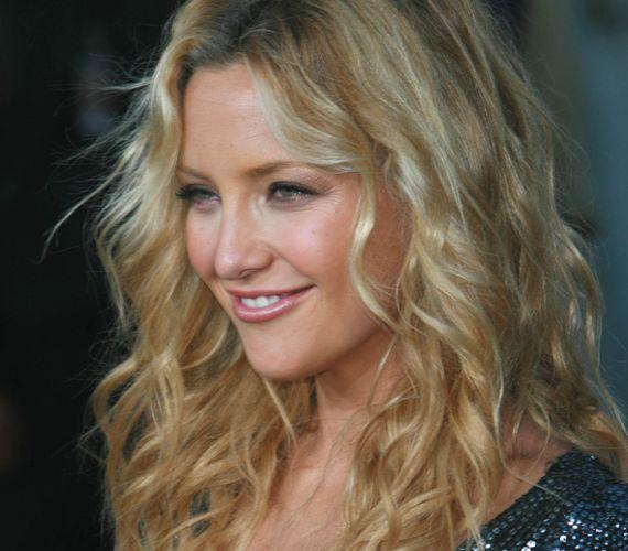 Holiday Hairstyles Kate Hudson S Full Wavy Hair Fashion Pinterest Wavy Hair Loose Waves