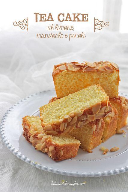 Tea cake al limone, mandorle e pinoli