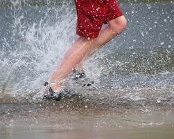 splashing in puddles kids - #nutmegcomp