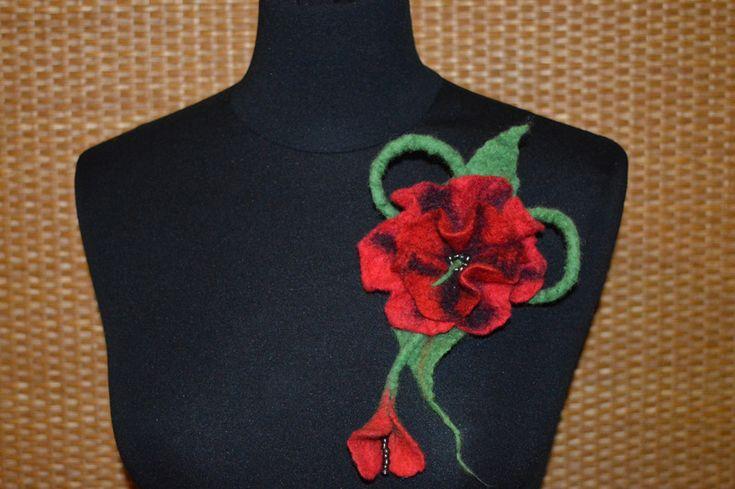 broszka z filcu czerwona mak  w hand made by justka na DaWanda.com