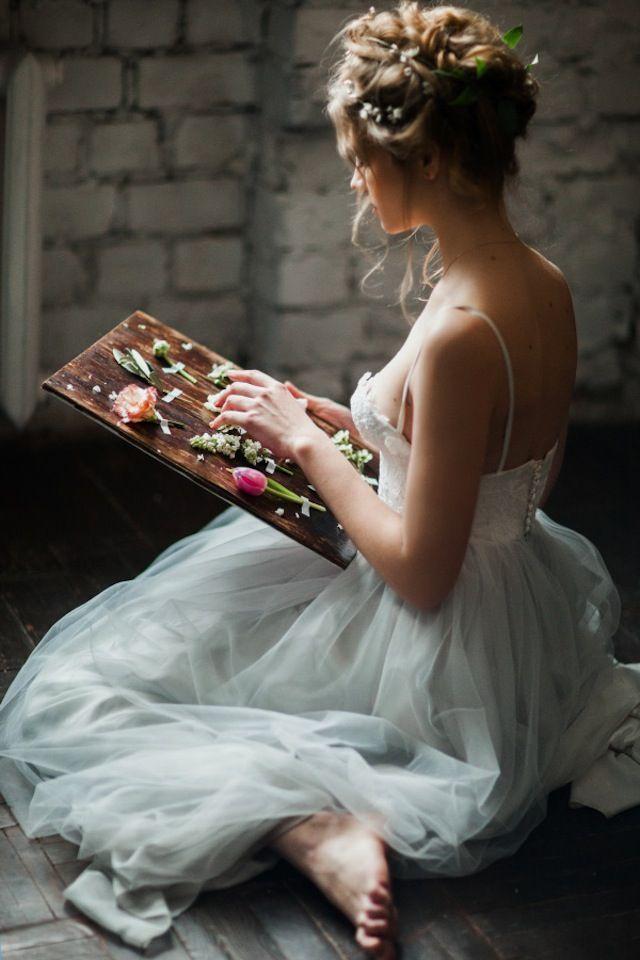 Spring bridal portraits ⎪ Antonova Kseniya Photography ⎪ see more on:  http://burnettsboards.com/2015/04/spring-nature-bridal-portraits/