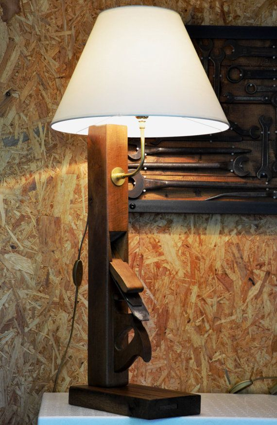 ANATOLE | wood plane big vertical lamp with beige lampshade | grande lampe rabot vertical avec abat jour beige