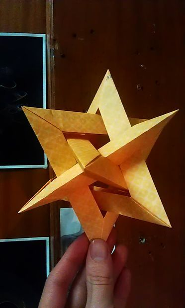 Picture of Gasherbrum - 4 intersecting triangles - modular origami - no glue