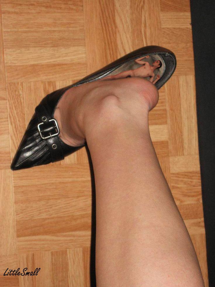 Otrok sloužící jako vložka do botičky od madam.