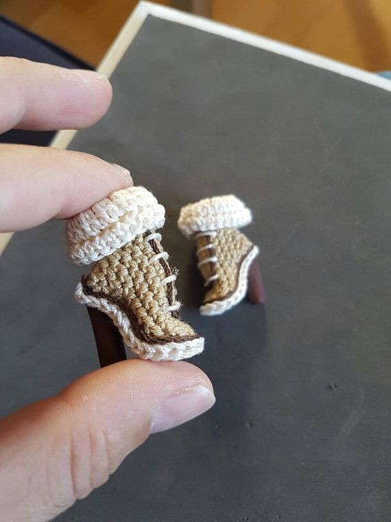 XTINA made entirely has the hand. Crochet and accessories with paw FIMO. It is a…