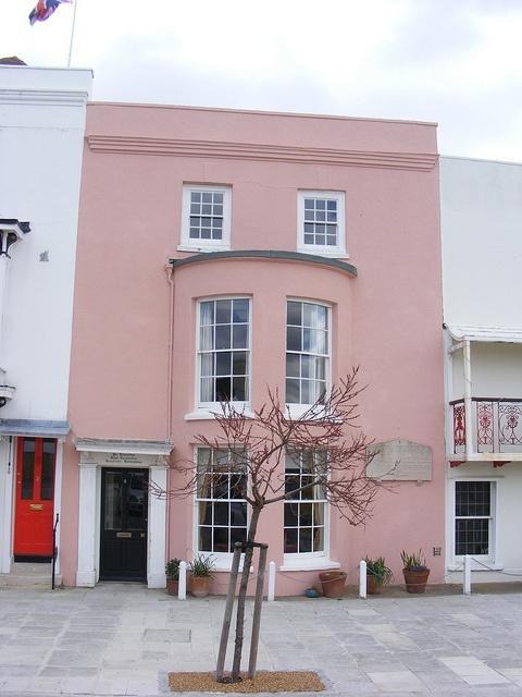 rózsaszínű családi házak
