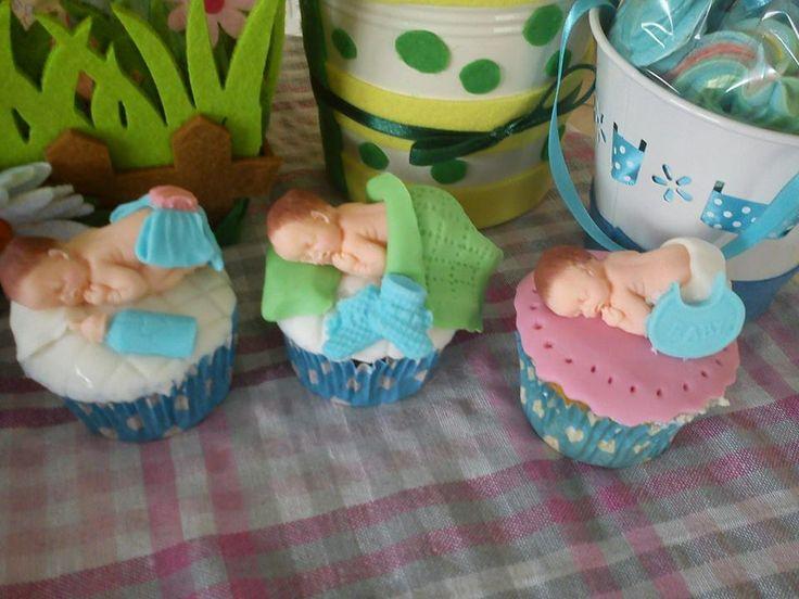 cupcakes with babies fondant