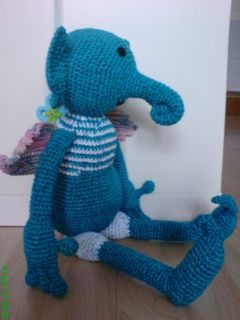 Amigurumi From The Planet mantelit - Free Pattern - PDF Download