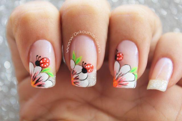 Decoración de uñas flor y mariquita-1