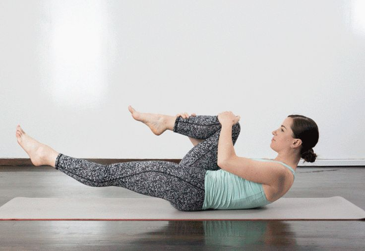 5. Single-Leg Stretch  #pilates #workout http://greatist.com/fitness/10-minute-pilates-workout
