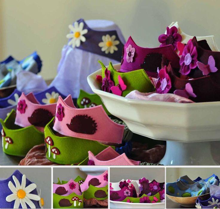 prachtige kroontjes van vilt met bloemen en egeltjes