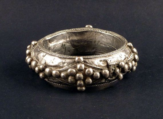 Beautiful Berber or Tuareg silver bangle, decorated with silver balls and silver wire. Its probably from the 1st half of the XX century. This