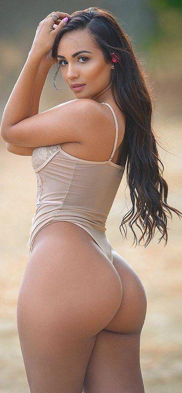 Sexy beach lesbians