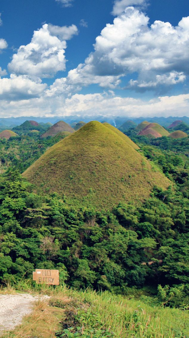 The magnificent Chocolate Hills in Bohol, Philippines | 20 Photos of the Philippines that will make you want to pack your bags and travel © Sabrina Iovino | via @Just1WayTicket