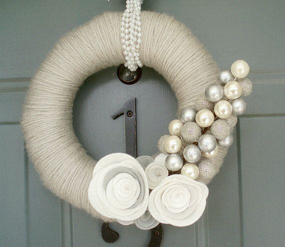 Winter wreath...soooo pretty and classy!