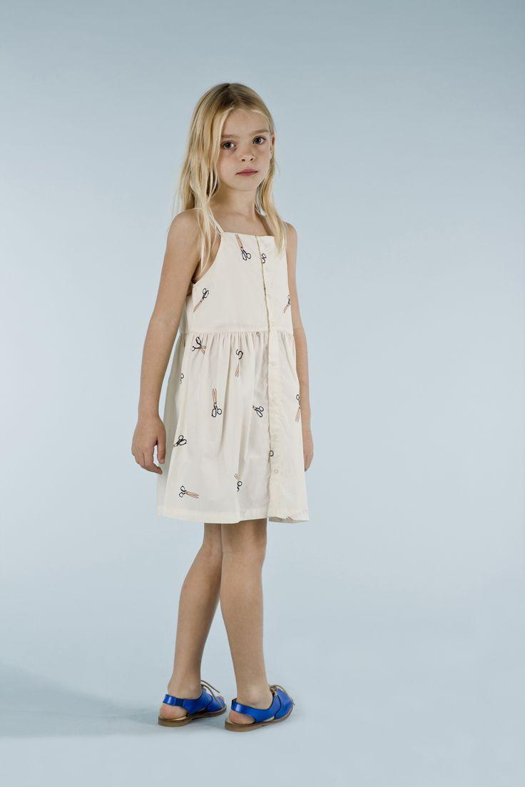 Vestido de tirantes para niña de tinycottons. Composición: 90% Algodón Pima, 10% elastano.
