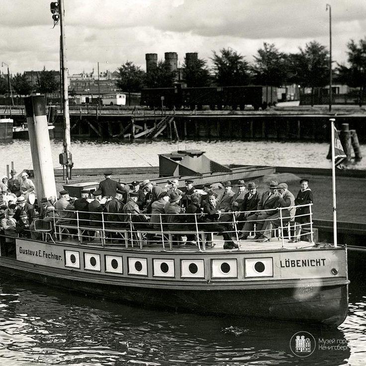 Кёнигсберг. Прогулочный корабль «Лёбенихт» у железнодорожного моста. Фото ок. 1935 года.