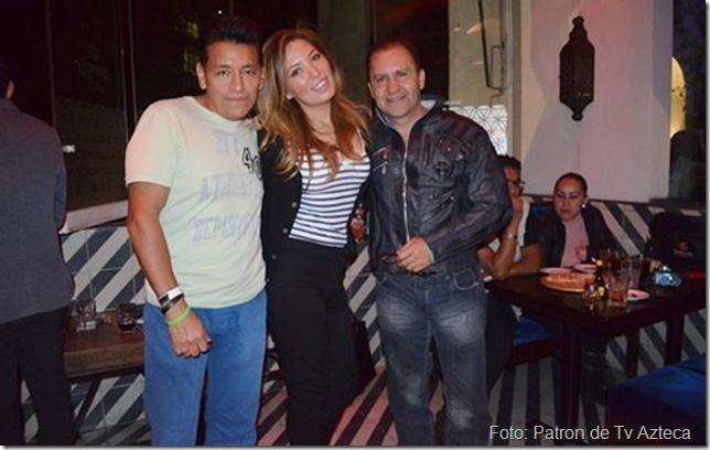 Comentario Charly Carrillo Tv Notas : EMILY, UNA AMIGA PERIODISTA CHARLY MI TOCAYO Y CLARO!!! YO, Y POR CIERTO ATRAS DE NOSOTROS UN AMIGO DE...