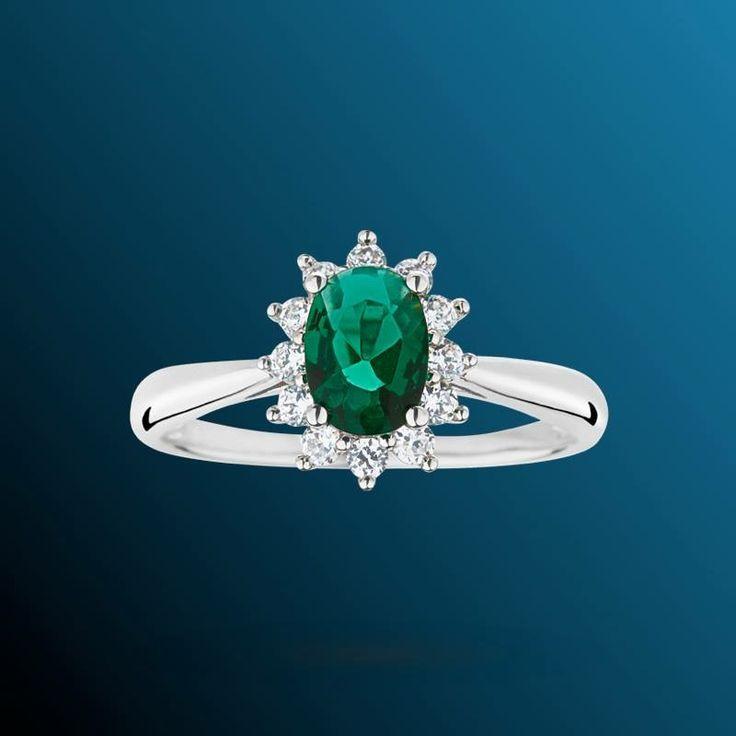 Anello di fidanzamento con Diamanti e Smeraldo Colombiano.  Val al catalogo:http://www.torinogioielli.com/Anelli/Smeraldo/