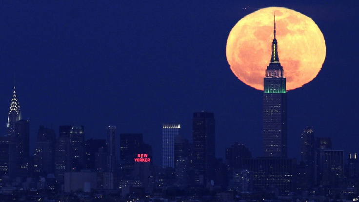 The close moon over New york #photography #ny #moon