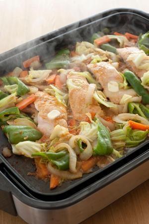 鮭と野菜を炒め、仕上げにみそだれ×バターをからませて。ご飯がどんどんすすむ、北海道の豪快な漁師料理です。