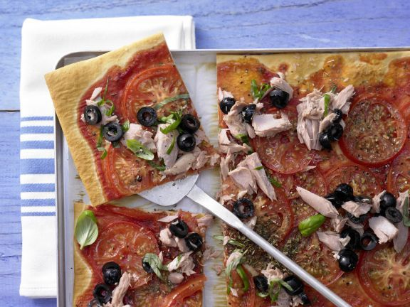 Tomato and Tuna Pizza with Black Olives and Basil | Eat Smarter