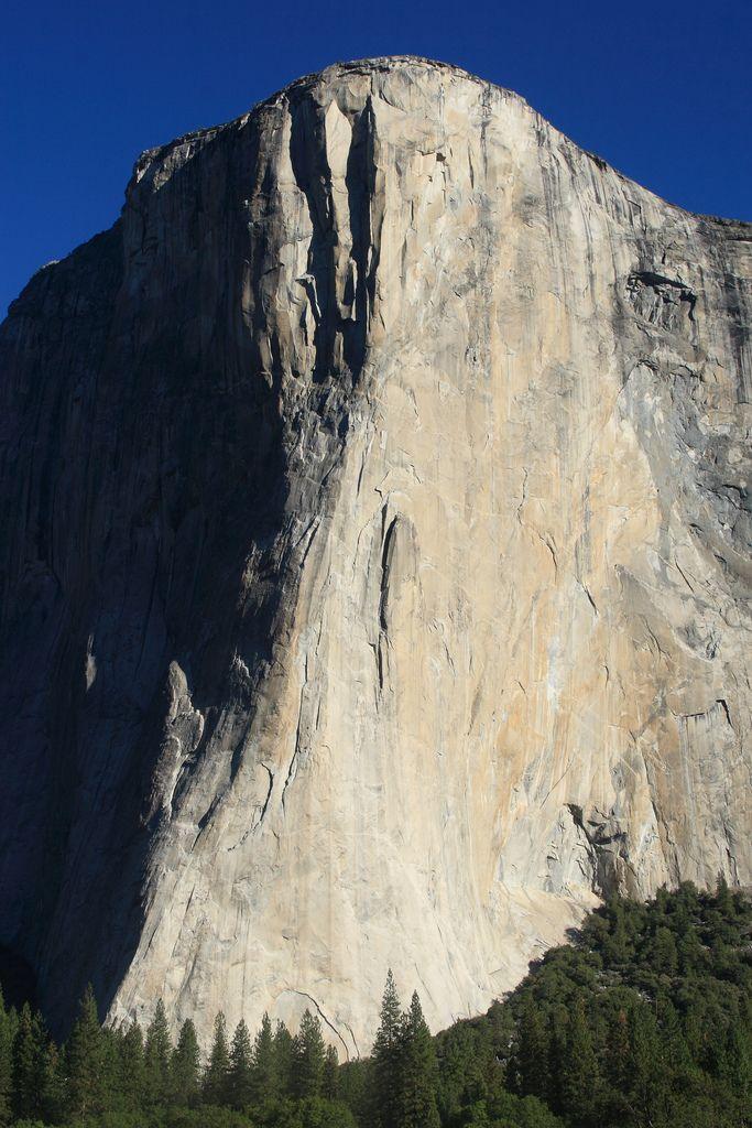 Yosemiteu0027s El Capitan where climbers and spectators