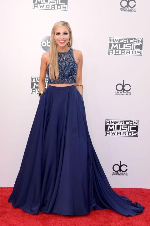 Kira Kazantsev, that dress, girl. #AMAs