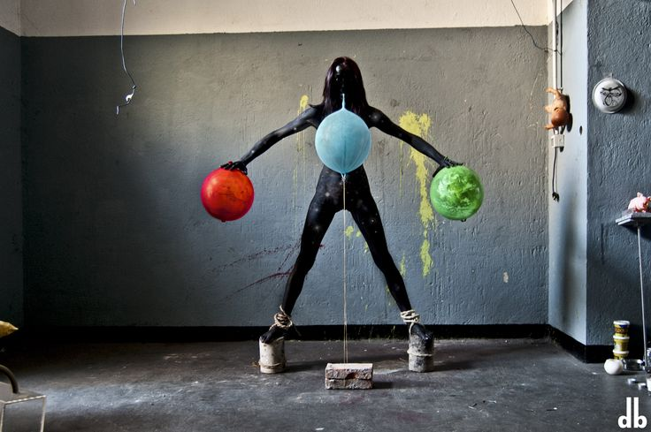 Conosciamo gli #artisti: Dorothy Bhawl. La sua installazione #fotografica è realizzata utilizzando materiali di recupero per accentuarne il significato. Attraverso il suo progetto l'artista mette in relazione l'uomo e la natura circostante. http://www.mostra-mi.it/main/?page_id=12521