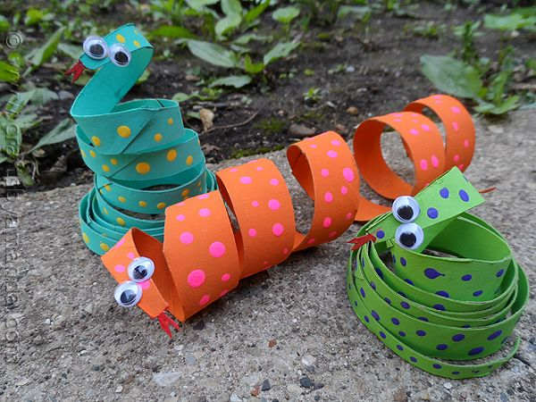Cardboard tube snakes--awesome for the art studio! easy and cheap (with leftover toilet paper & paper towel tubes) and practices cutting skills and fine motor!