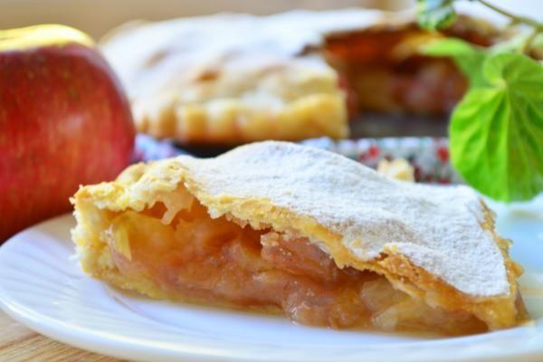 Закрытый хрустящий пирог с начинкой из яблок http://citywomancafe.com/cooking/20/06/2015/zakrytyy-hrustyashchiy-pirog-s-nachinkoy-iz-yablok